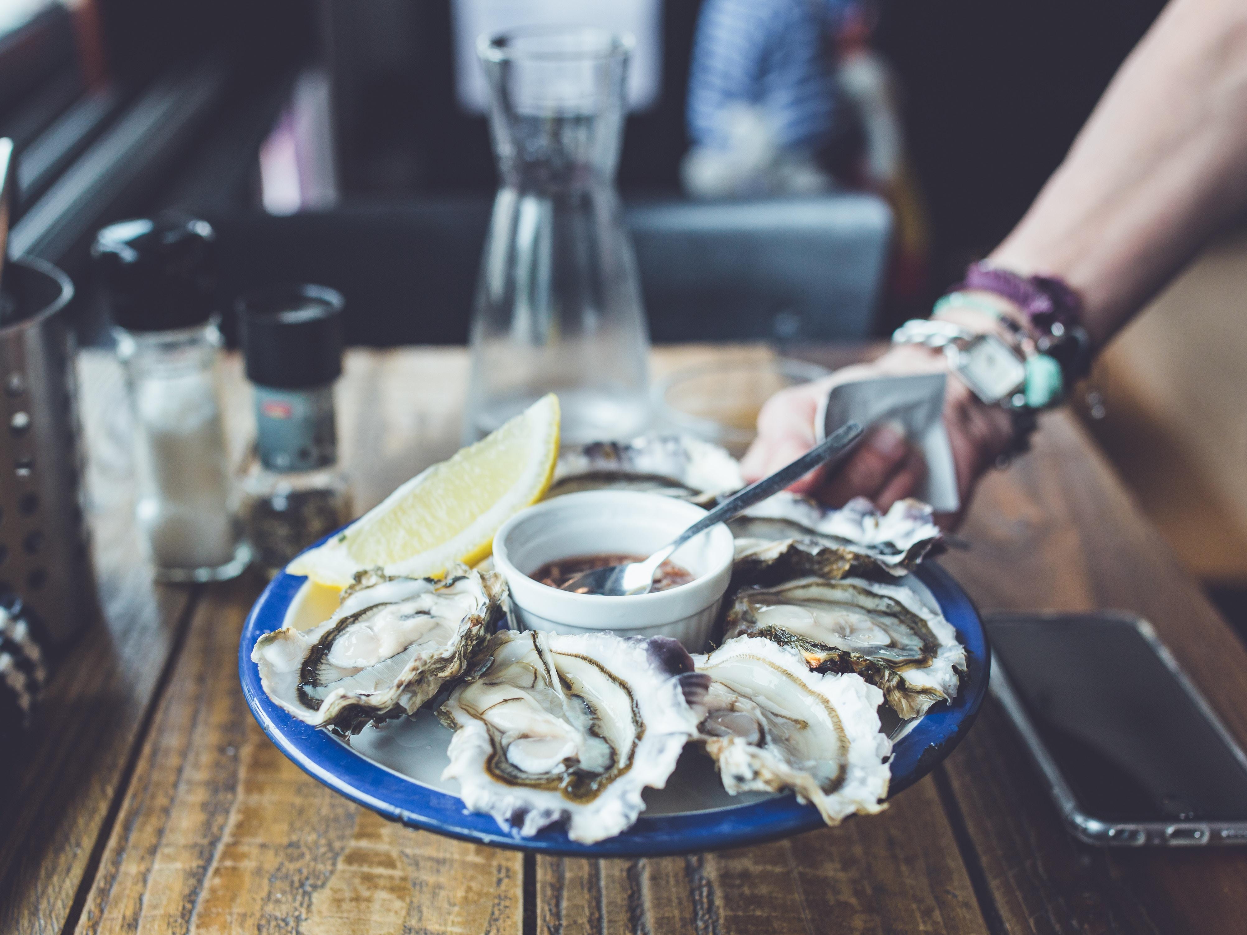 Oyster tasting, Ars-en-Ré